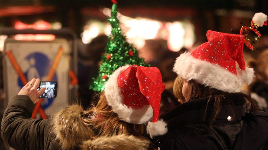 Schlender über die Weihnachtsmärkte in Deutschland und Europa, die auch nach Weihnachten noch geöffnet haben.
