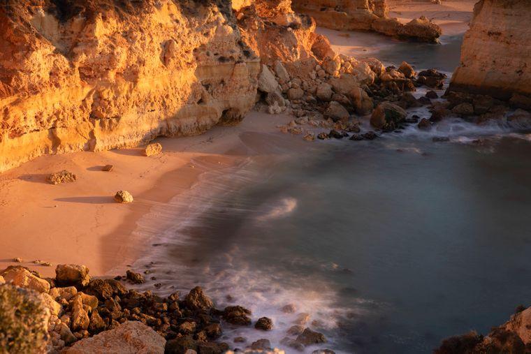 Die meisten Urlauber reisen in Portugal an die Algarve.