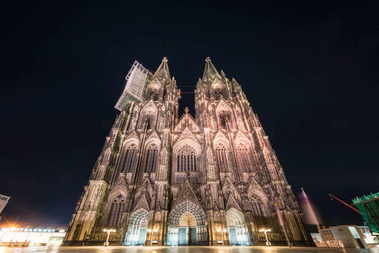 Der Kölner Dom bei Nacht.