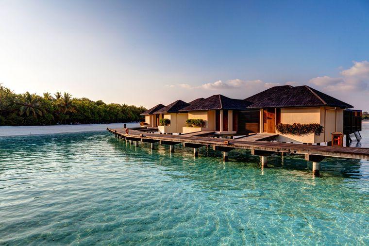 Wasserbungalows vor Paradise Island.