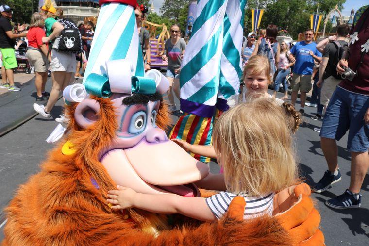 In Disney World wird für Kinder der Traum wahr, ihren Helden aus dem Fernsehen einmal in echt zu begegnen.