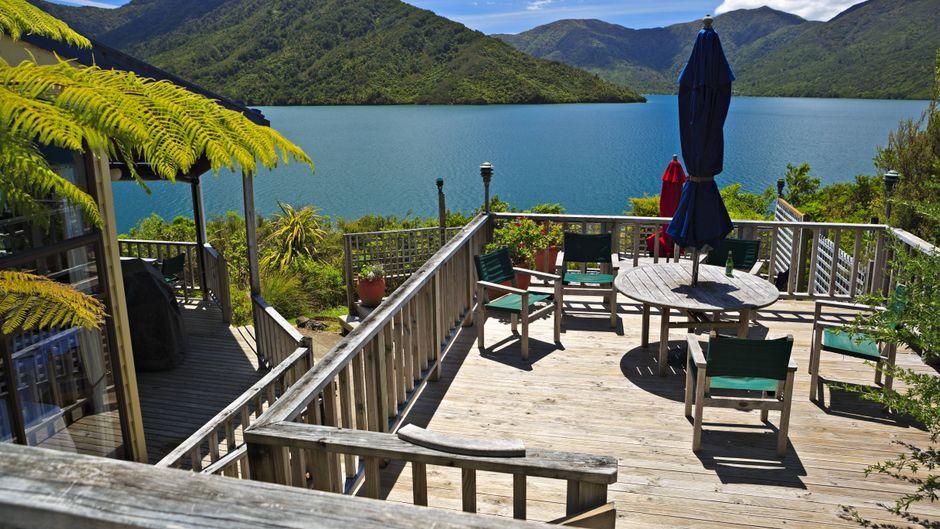 Restaurant im Punga Cove Resort am Queen Charlotte Sound, Marlborough, Südinsel, Neuseeland.