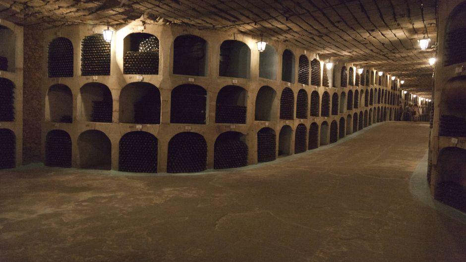 Zum staatlichen Weingut Milestii Mici bei Chisinau gehört der längste Weinkeller der Welt.
