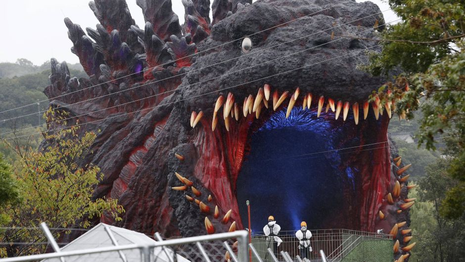 Die Godzilla-Seilbahn gehört zu den Attraktionen des neuen Freizeitparks.