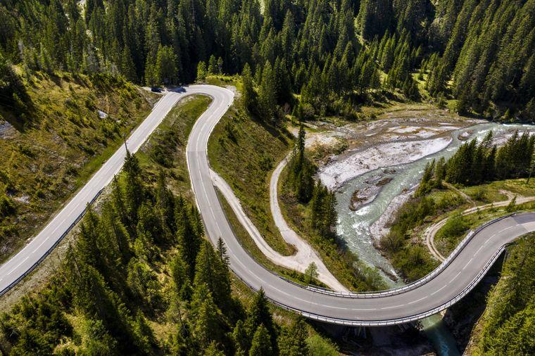 Die Serpentinen am Namlospass in den Lechtaler Alpen haben eine Länge von 25 Kilometern.