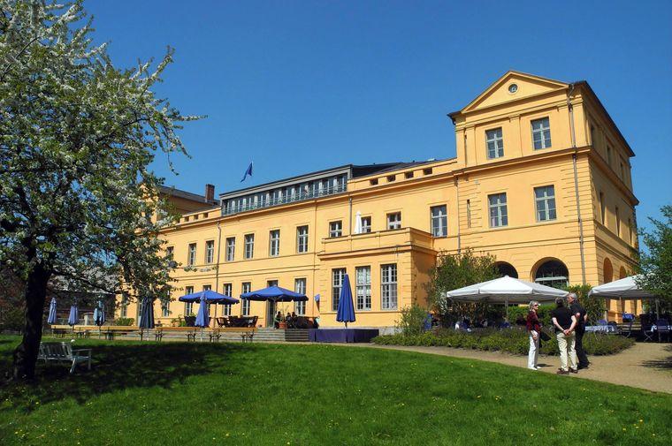 Schloss Groß-Ziethen beherbergt heute ein Hotel und ein Restaurant - dazu gehört ein wunderbarer Schlosspark.