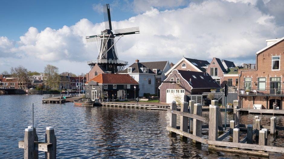 Ein Blick auf Haarlem in Holland – ein beliebter Anlaufpunkt für Touristinnen und Touristen.
