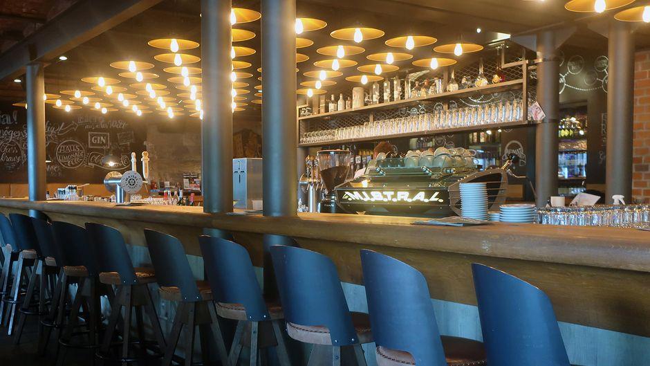 Tresen der Bar Liebesbier in Bayreuth.