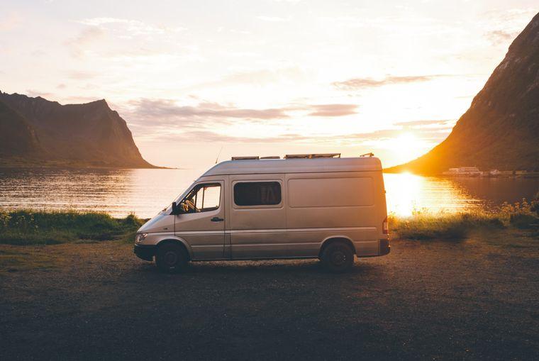 Das hier ist Nandos Sprinter Van, den er sich vor 1,5 Jahren zugelegt und selbst ausgebaut hat.