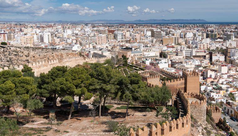 Ausblick auf die Stadt von der mittelalterliche Festung La Alcazaba de Almería.