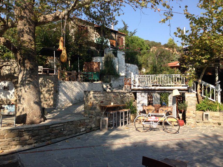 Im Nordwesten Sithonias liegt das malerische Dorf Alt-Nikiti.