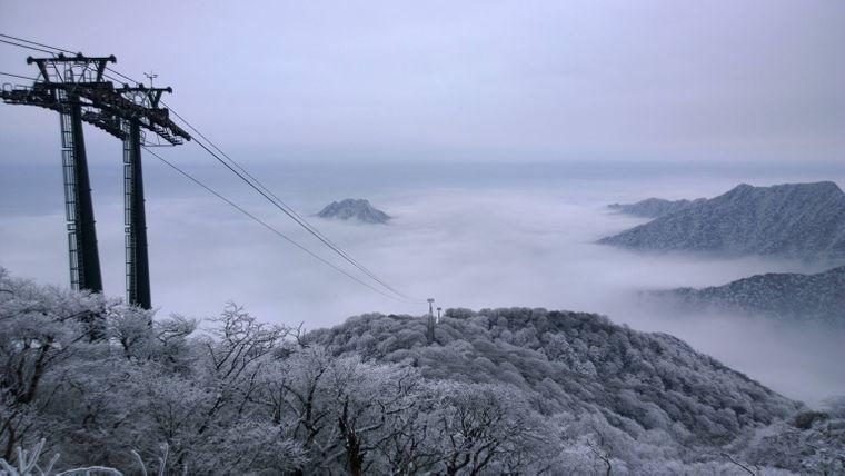 Notfalls können Besucher auch mit der Seilbahn den Fanjing Mountain hochfahren.
