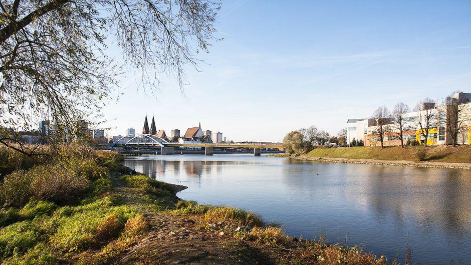 Die Oder in Frankfurt und Slubice.