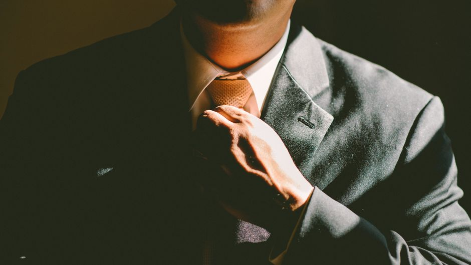 Mann mit italienischem Anzug