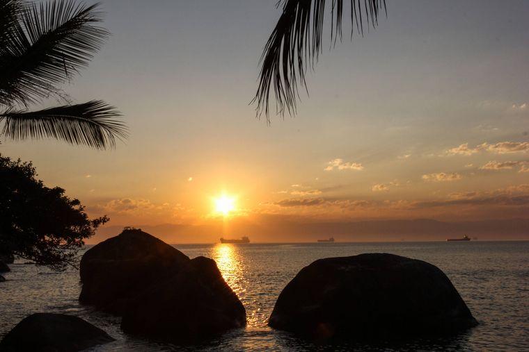 Die Sonnenuntergänge an den Stränden in der Region Angra dos Reis sind wie aus dem Bilderbuch.