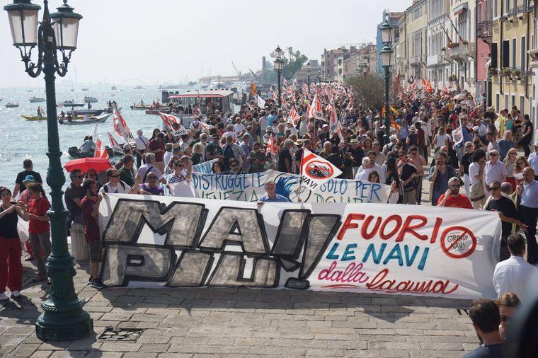 Etwa 8.000 Demonstranten zogen am Samstag durch Venedig.