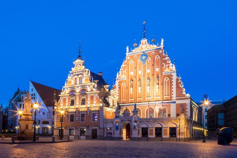 Im Winter kannst du das Schwarzhäupterhaus in Riga ganz ohne Touristenmassen besuchen.
