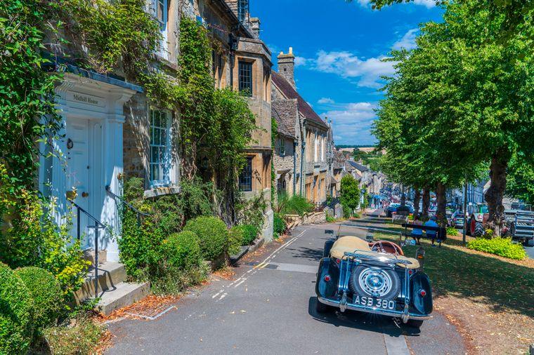 Burford liegt in den Cotswolds 18 Meilen westlich von Oxford.
