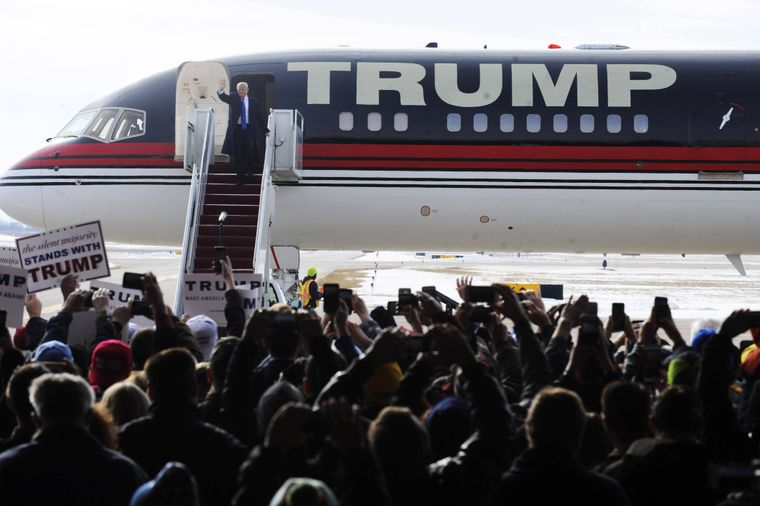 Ankunft von Donald Trump zu einer Wahlkampfrede auf dem Dubuque Regional Airport. Dubuque, 30.01.2016 Foto:xD.xVanxTinex/xFuturexImageArrival from Donald Trump to a Election campaign speech on the Dubuque Regional Airport Dubuque.