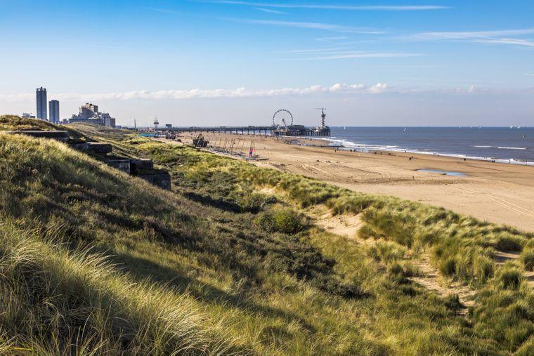 Endloser Strand und ein Riesenrad über dem Wasser – das ist Scheveningen.