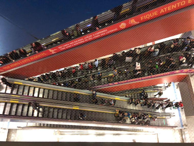 Von Brasilianern gut genutzt: Blick auf die Rolltreppen, die zur U-Bahn führen.