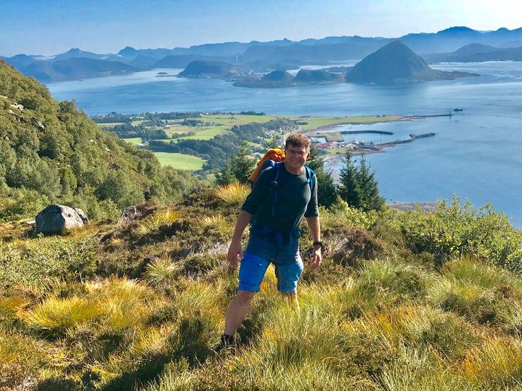 Guide Tobias Riegel kennt in der Region Møre og Romsdal jeden Berg, jeden See und jeden Pfad.