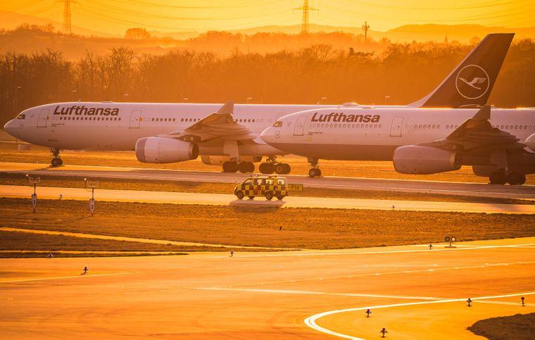 Nordwest-Landebahn am Frankfurter Flughafen wurde in der Corona-Zeit zum Parkplatz.