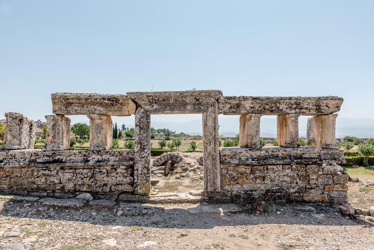 Die Ruinen der antiken Stadt Hierapolis liegen in der Nähe von Pamukkale.