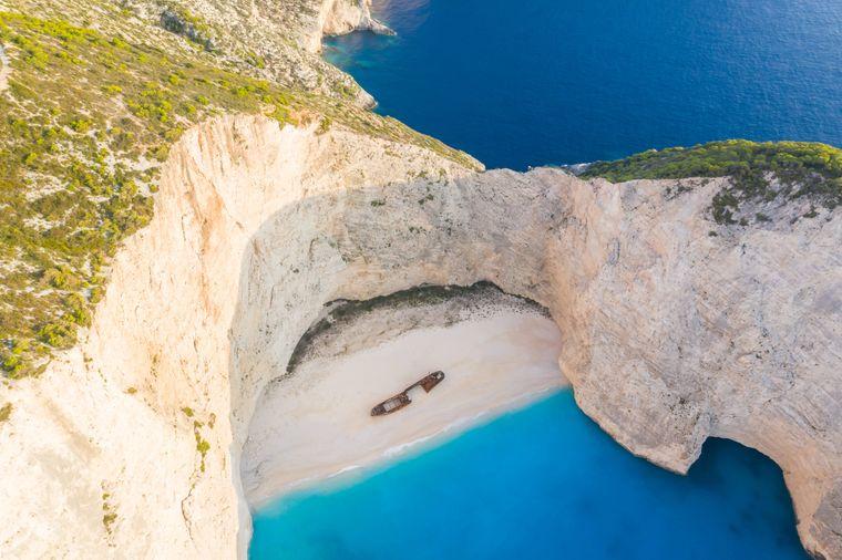 Luftaufnahme vom Shipwreck Beach auf der griechischen Insel Zakynthos.