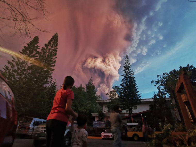 Der Vulkan Taal ist der zweitaktivste der Philippinen, er brach 1977 zuletzt aus.