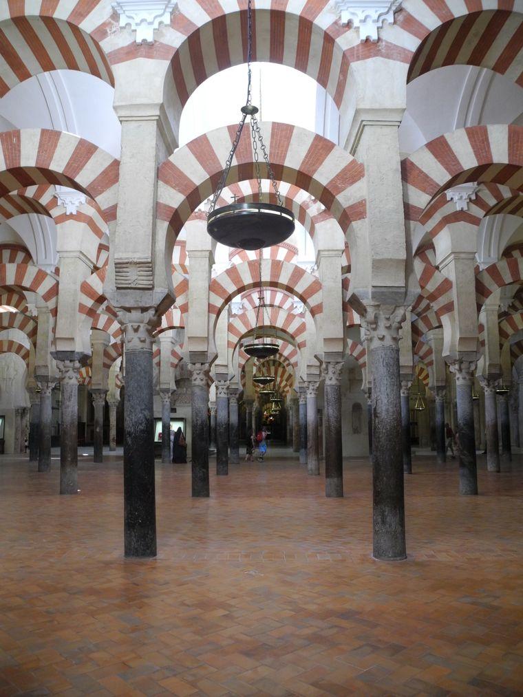 Eine der Moscheen lockt immer noch Touristen nach Cordoba. La Mezquita, die Moschee, ist mittlerweile eine Kathedrale.