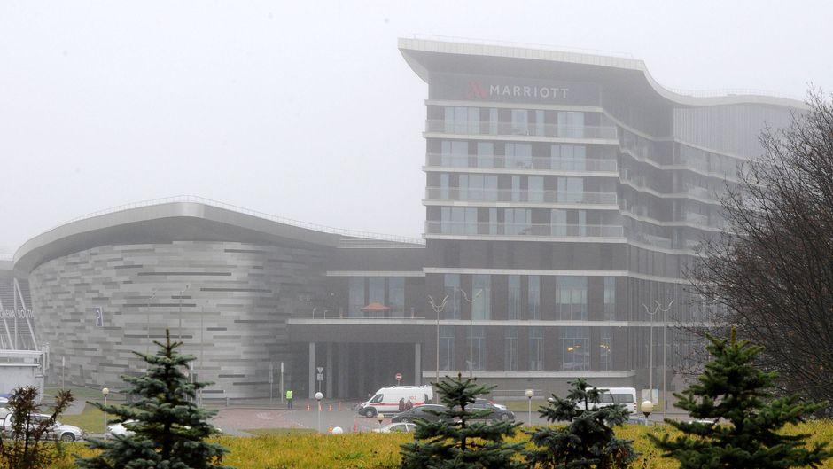 Ein Marriott-Hotel in Minsk, Weißrussland, liegt im Nebel.