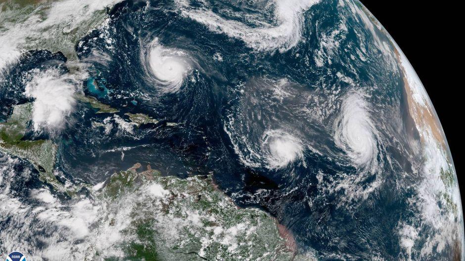 """Hurrikan """"Florence"""" nähert sich der Küste – dahinter die Stürme """"Isaac"""" und """"Helene""""."""