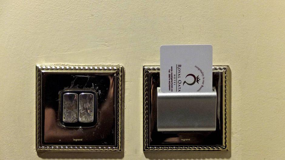 Karte im Licht-Slot, Licht an: Um Strom im Hotelzimmer zu haben, musst du nicht unbedingt die Schlüsselkarte des Hotels nutzen. (Symbolfoto)
