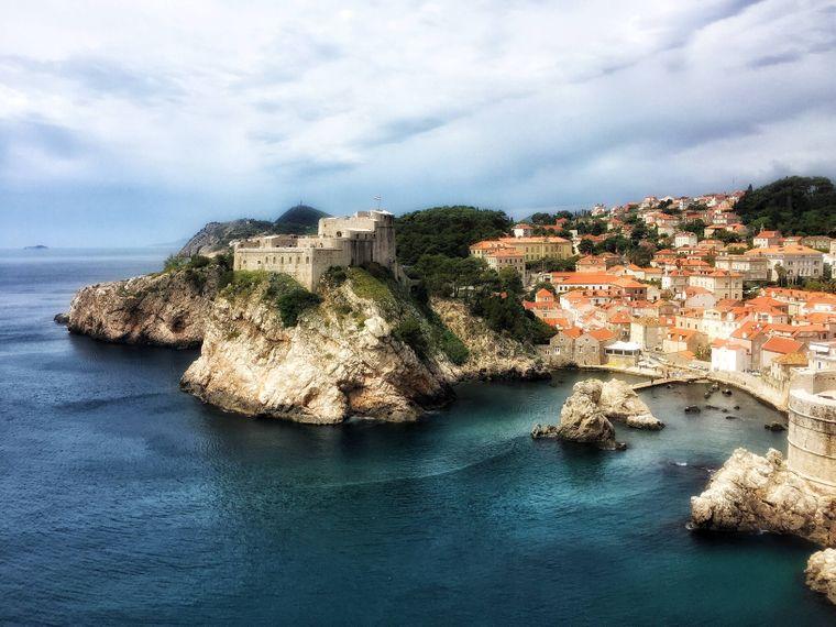 Dubrovnik ist DAS Städteziel in Kroatien, aber in dem Land gibt es auch viele Strände an der lang gezogenen Adria-Küste zum Entspannen sowie tolle Ausblicke in den Dinarischen Alpen.