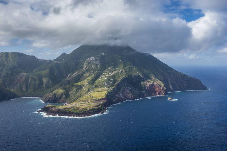 Auf der Karibikinsel Saba schlagen immer wieder Monsterstürme ein.