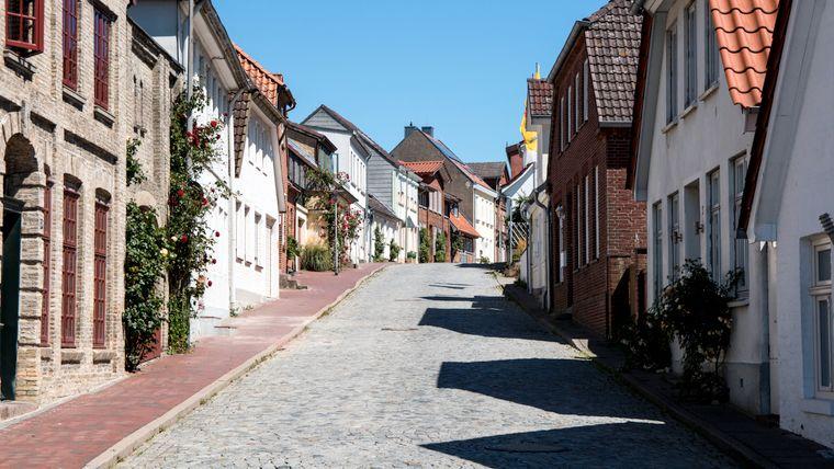 In der Altstadt von Neustadt gibt es enge Gassen und Fachwerkhäuser.