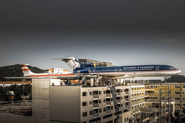 In Österreich stehen zwei Jets auf einem Hotel – als Restaurant.