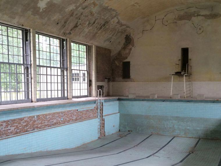 Vom Drei-Meter-Brett zur Abkühlung: Im ersten Stock der Schwimmhalle gab es eine Sauna.