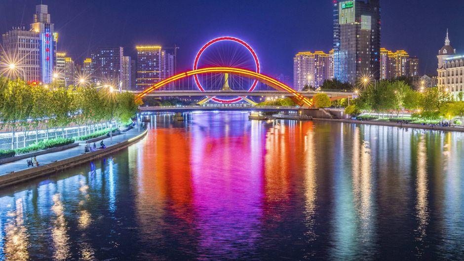 Die Yongle Bridge in China hat ihr eigenes Riesenrad.