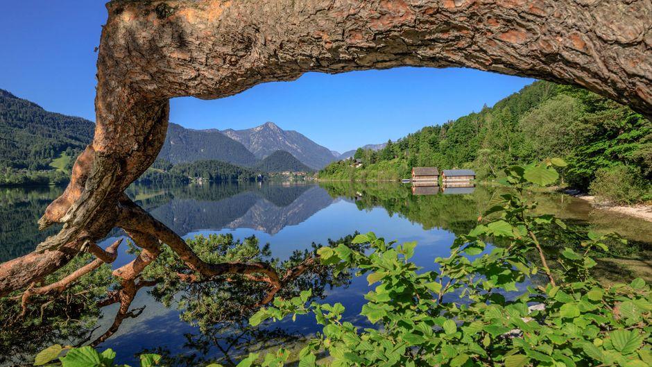 Der Grundlsee in Österreich hat ein wunderschönes Panorama.