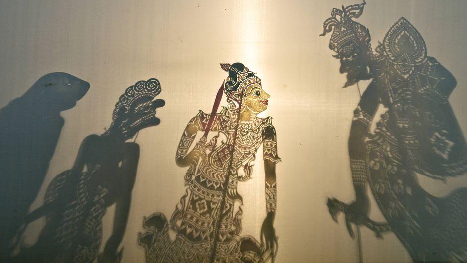 Im Wat Khanon Tempel gibt es Schattentheater.