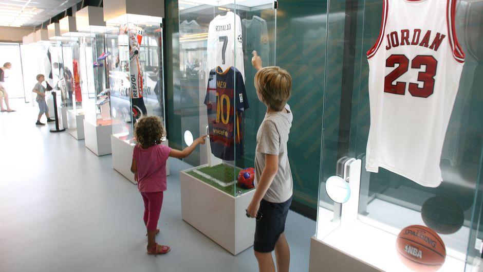 """Das """"Sport Xperience""""-Museum gehört zum Sportcenter von Tennis-Star Rafael Nadal. Hier musst dich nicht selbst körperlich betüchtigen, sondern einiges über erfolgreiche Athleten und Sportarten lernen."""