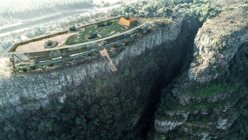 Nichts für schwache Nerven: Der Skywalk am God's Window an der Mpumalanga-Panoramaroute hängt 900 Meter über der Erde.