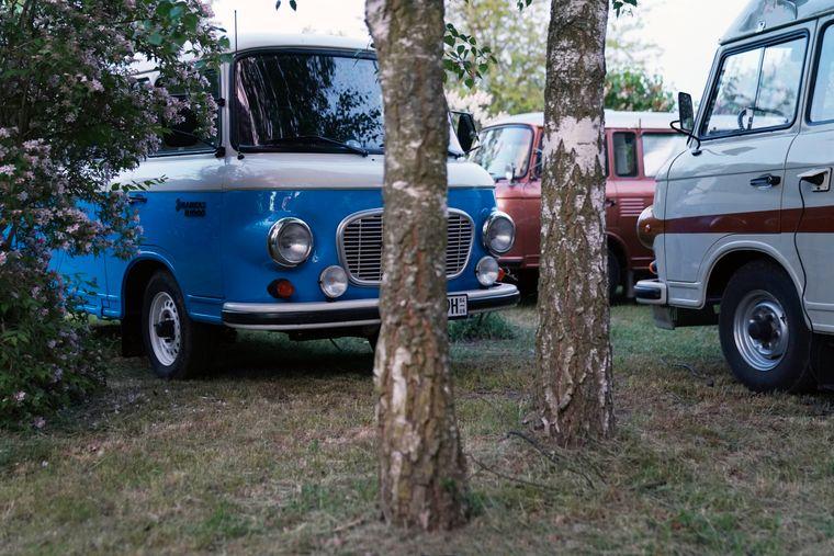 Für Nostalgiker: der Camping-Bus oder Van.