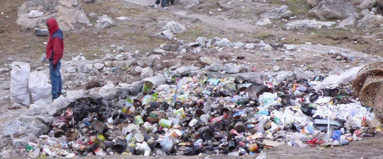 Die Bergsteiger am Mount Everest lassen jedes Jahr Unmengen an Müll liegen. Nun ist Schluss damit.