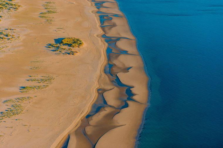 Kniepsand aus der Luft: Die etwa 15 Kilometer lange und 1,5 Kilometer breite Sandbank befindet sich vor der Küste Amrums.