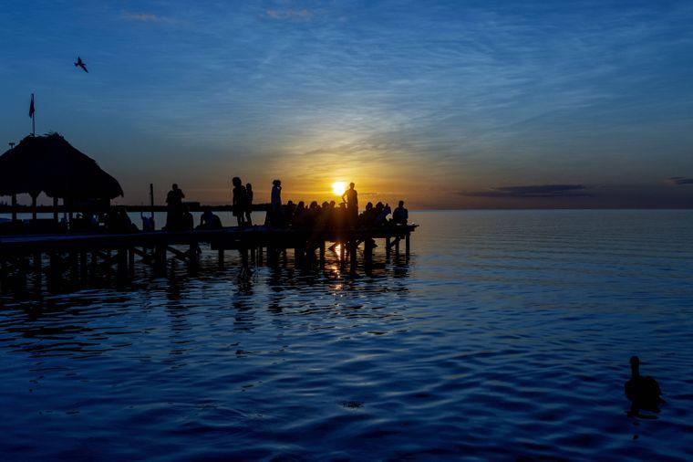 Nicht selten kommt es vor, dass Reisende sich bei einer Party am Strand kennenlernen. Für ausgelassene Stimmung sorgt die Kulisse allemal.