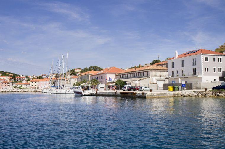 Boote im Hafen von Sali, dem Hauptort auf der kroatischen Insel Dugi Otok.