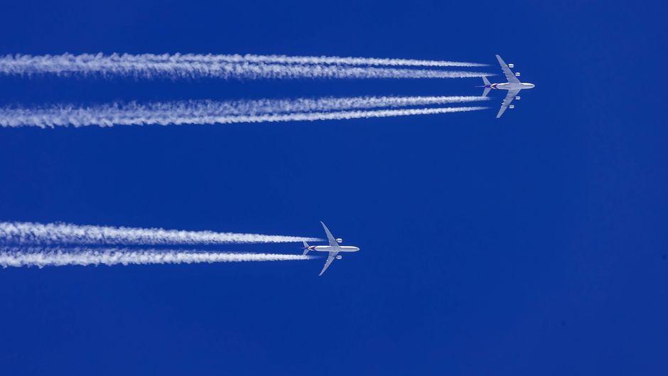 Flugzeuge am Himmel.